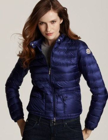 Discount Moncler Down Jackets WomenID230040